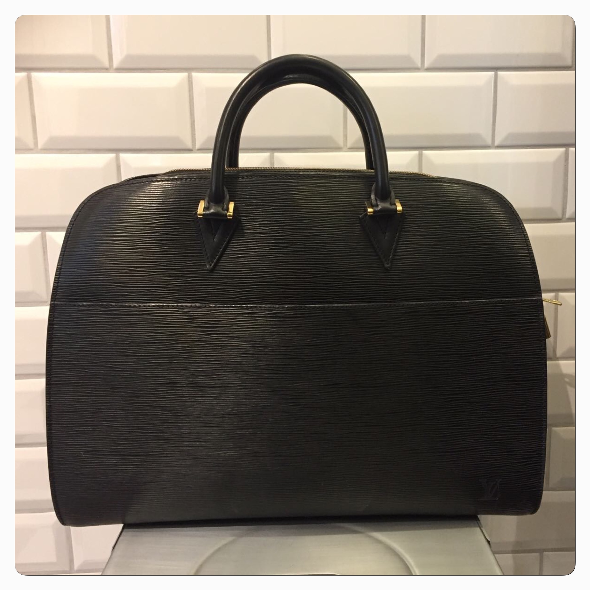 Louis Vuitton Epi Svart Väska SÅLD