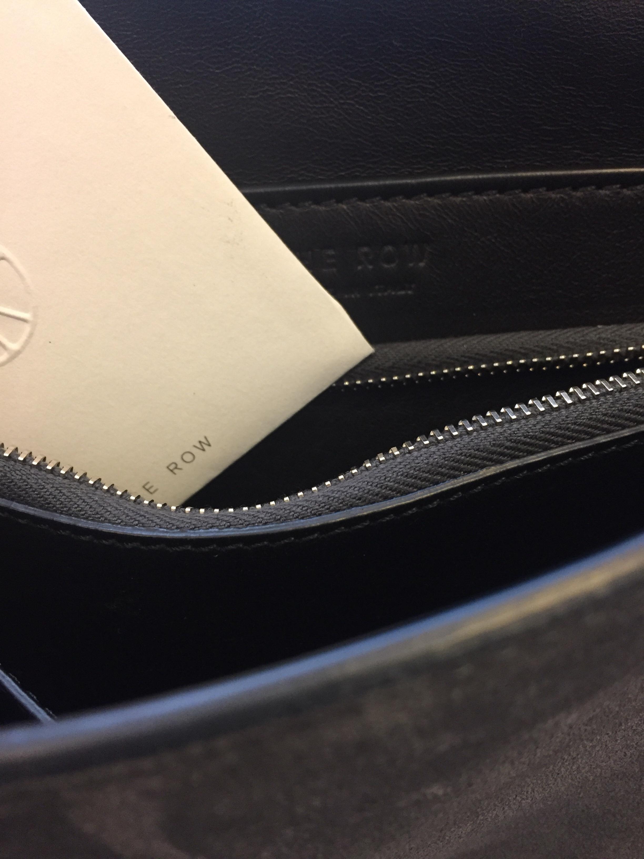 Fantastisk The Row Väska i grått mocka läder