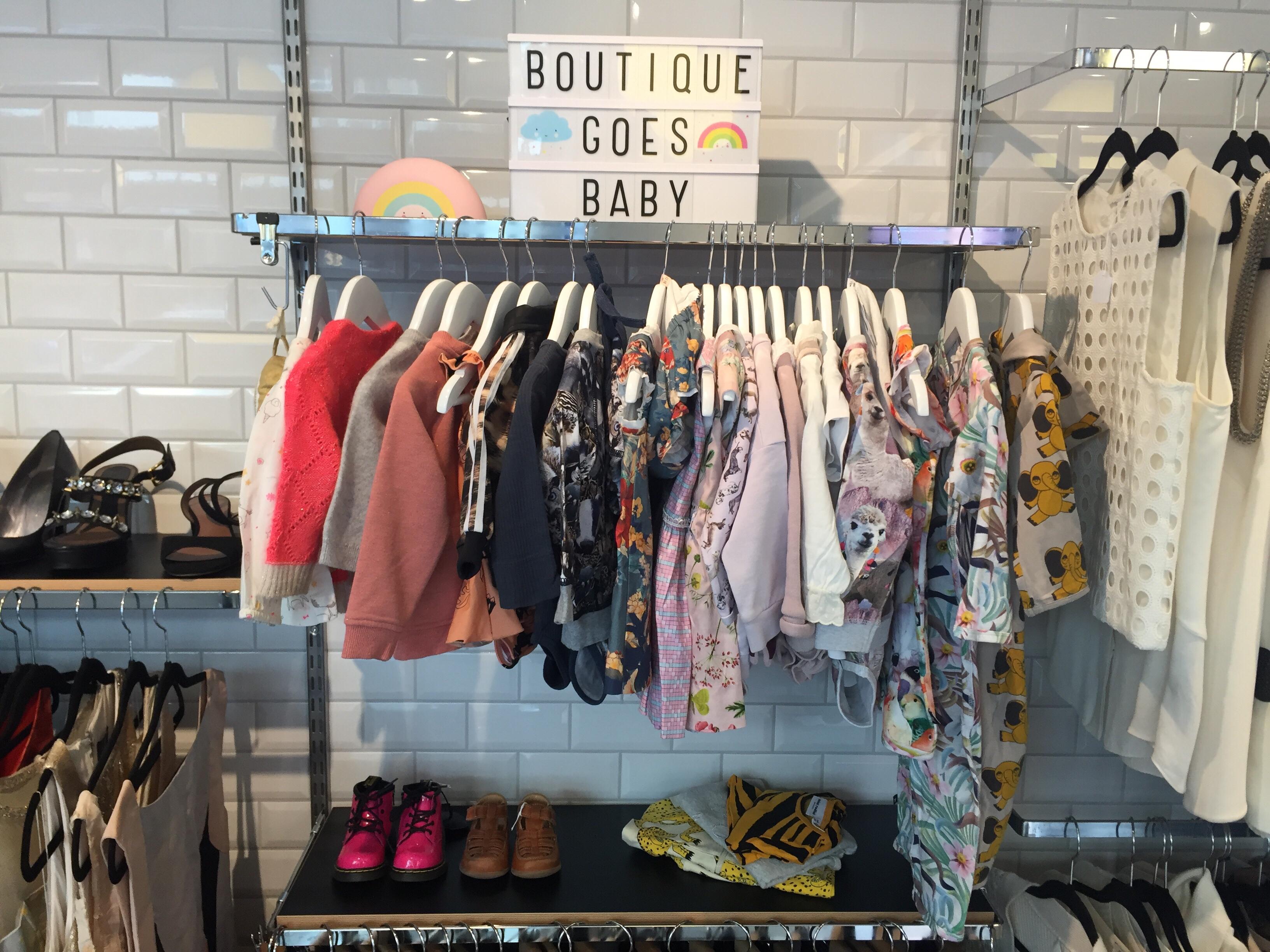 Barn/Baby Kläder I Butiken